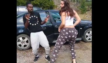 Szülés előtt terhesen táncoló nőtől van megőrülve az internet